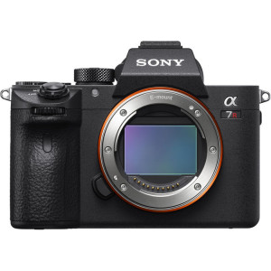 Sony Alpha a7R III  (Body Only)